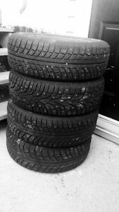 Set of 4 studded winter tyres