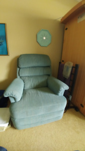 Recliner Chair (Essentially New)