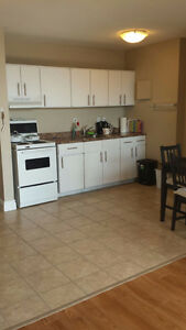 Beautiful Bachelor in Great Area - Sublet from May 1 - August 25
