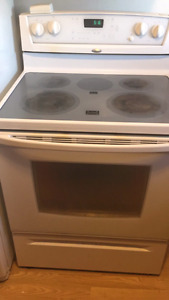 Must sell cuz moving in perfect condition whirlpool stove, oven