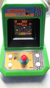2005 Frogger tabletop arcade game