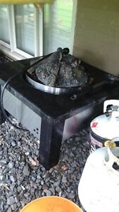 PATIO FLAME TABLE WITH GRANITE TOP AND FIRE LOGS