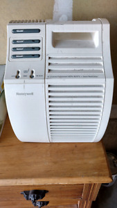 Honeywell HEPA Air Purifier NEW! Retails for $180.