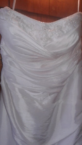 wedding dress and veil 300$