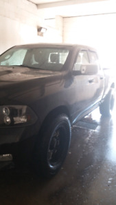 LIFTED 11 RAM 1500 4X4 LOW KMS