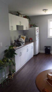 COZY 2 BEDROOM UNIT - RECENTLY UPDATED - CLOSE TO DOWNTOWN!