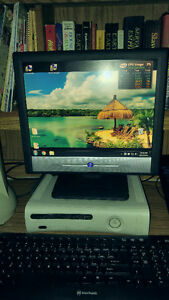 18 inch BenQ computer monitor with wires and mouse