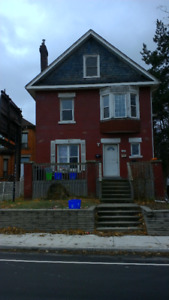 "1306 King St E - ""BEAUTIFUL 1 BDRM - 3RD FLOOR UNIT"""