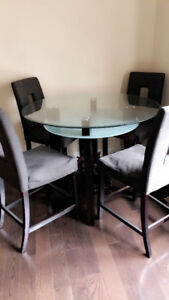 Modern Dining Table Set for Sale in Mississauga!