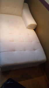 White leather couch / Sofa en cuire blanc