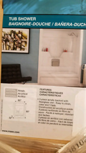New! Tub/shower w/surround