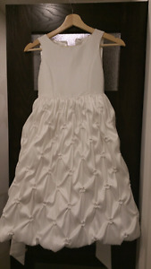 Beautiful dress for girl . Size 8. White.