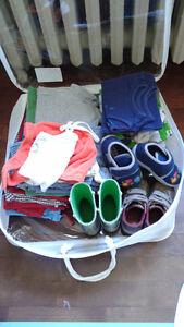 Un lot de vêtements pour garçon