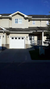 Newer Townhouse home 5 mins from Edmonton & Nisku, in Leduc!
