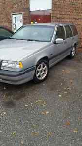 1997 volvo 850.wagon just scrapped. 2 boxes of ESSENTIAL PARTS