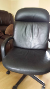 chaise de bureau  noir en faux cuir