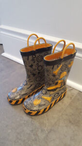 Cute rain boots size 10 age 4-5 in good condition