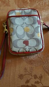 Couch Wristlet / Guess Purse & Wallet Kitchener / Waterloo Kitchener Area image 3