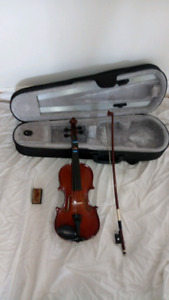 1/4 size violin. Played gently, at lessons and for practice.