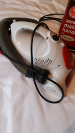 Hand hoover