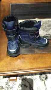 Boys winter boots size 10.