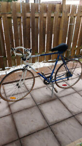 Mens Vintage Retro Road Bike 10 speed 27 X 1.25 wheels