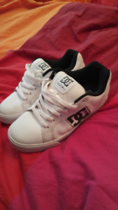 Men's DC skateboard white leather shoes size 7.5us