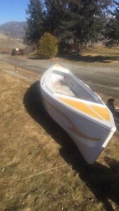Fiberglas canoe excellent condition