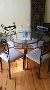 GLASS DINING TABLE AND (4) CHAIRS