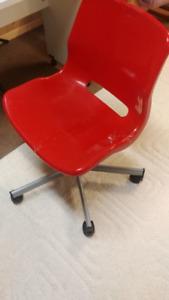 Chaise bureau pour enfant IKEA rouge