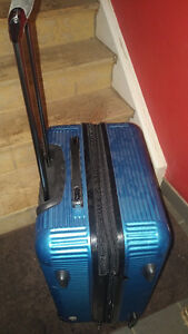 Blue Heys Medium Suitcase Kitchener / Waterloo Kitchener Area image 3