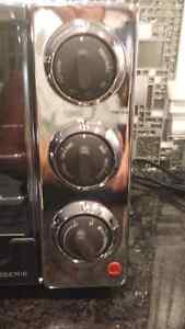 DeLonghi Convection Toaster Oven with Broiler and Rostisserie Cambridge Kitchener Area image 3
