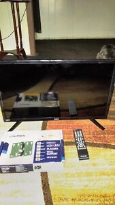 24 INCH LED RCA FLAT SCREEN TV INCLUDES REMOTE & NEW WALL MOUNT