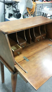 Writing desk excellent condition like new