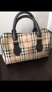 Burberry purse authentic