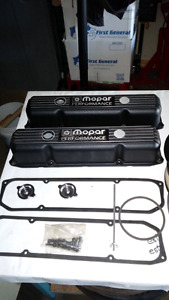 Mopar Performance valve covers with air cleaner