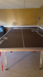 Almost new table tennis table