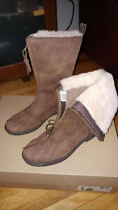 AUTHENTIC NEW UGG WINTER BOOTS SIZE 8