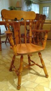 Table & 6 chairs London Ontario image 2