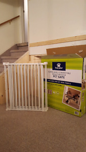 New pet gate with box! Mint condition
