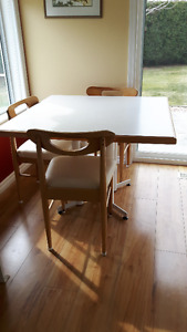 Sturdy ! Heavy ! Well built ! 5 Piece Dinette