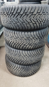 Nokian hakkapeliitta 8 225/40R18 Winter Tires 11/32 Like New
