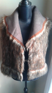 Size M faux fur brown vest