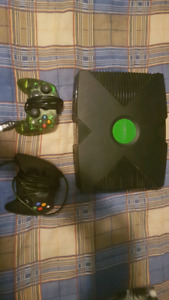Original X-box, halo 2, 2 controllers
