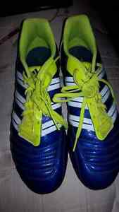 Soccer shoes men's size 11