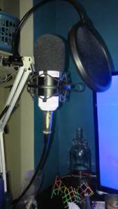 xlr mic for streamers white with psu stand and pop fliter