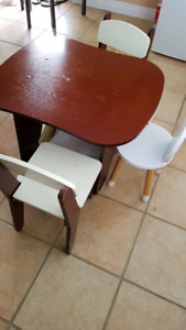 Kids arts and crafts or dining table with 3 chairs