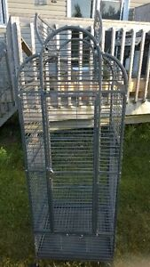 parrot cage in excellent condition