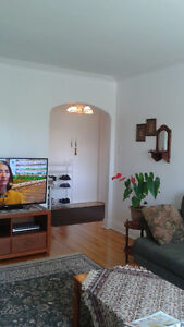 Very big and sunny apartment on excellent location with low rent