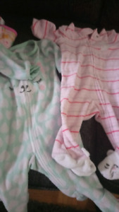 baby new born clothes age 0-3 months and carrier for sale